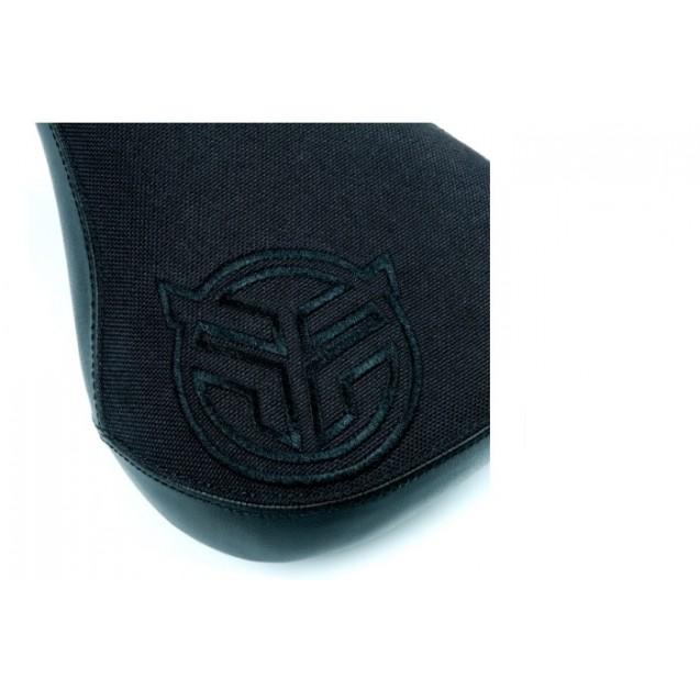 Седло Federal Mid Stealth Logo - черное с вышитым черным логотипом